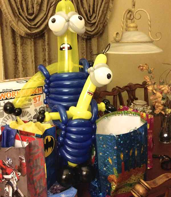 balloon twisting dispicable minions